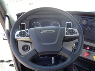 2020 Freightliner Cascadia - Image 10 of 12