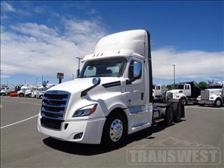 2020 Freightliner Cascadia - Image 1 of 12