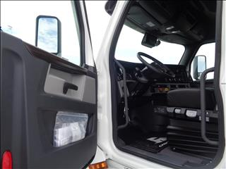 2021 Freightliner Cascadia - Image 8 of 19