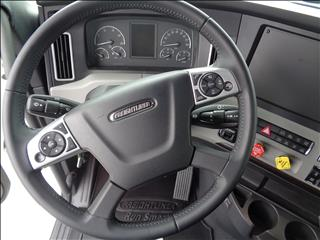 2021 Freightliner Cascadia - Image 17 of 19